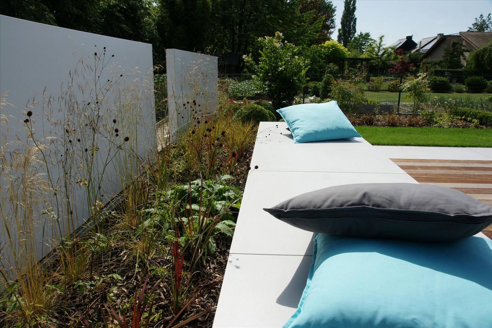 Eco tuinarchitectengroep projecten moderne lounge tuin - Moderne zwart witte lounge ...