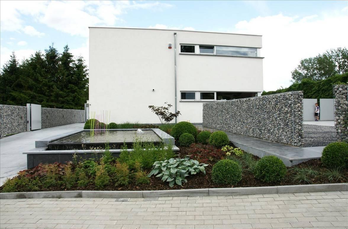 Eco tuinarchitectengroep projecten moderne voortuin ninove for Ontwerp voortuin met parkeerplaats