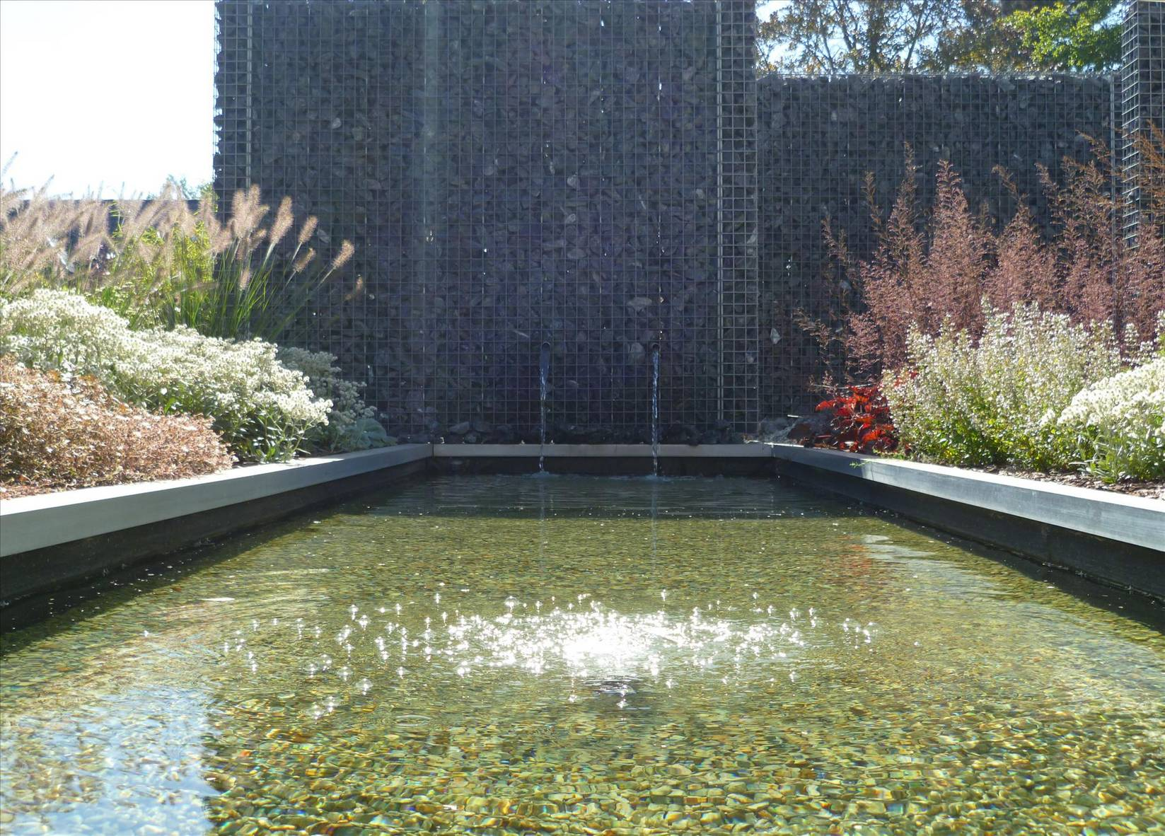 Eco tuinarchitectengroep projecten voortuin met for Waterpartij in de tuin