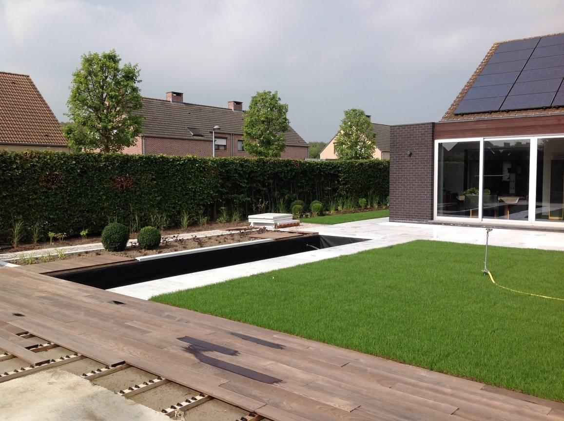 Eco tuinarchitectengroep projecten hedendaagse tuin antwerpen - Houten terras en tegels ...